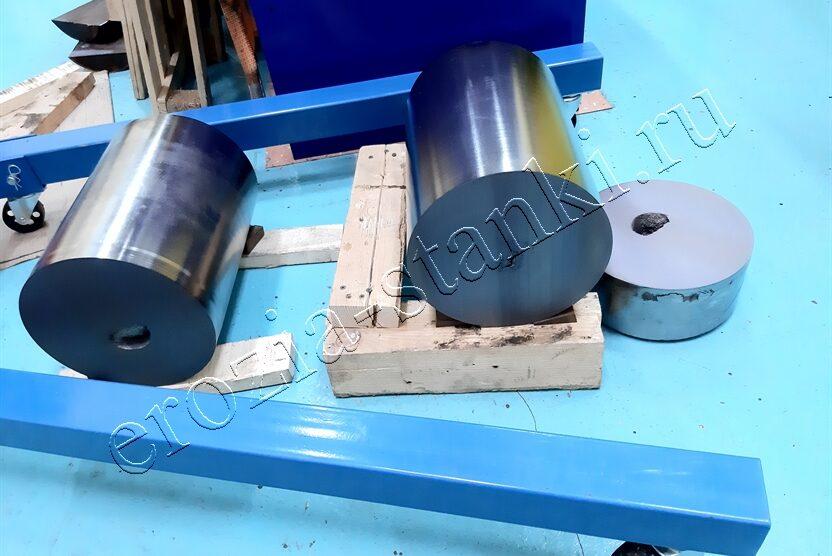 Резка титанового сплава на образцы для исследования. Длина 825 мм, диаметр 249 мм.