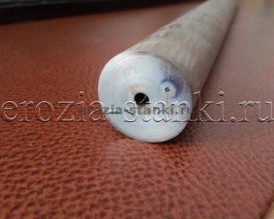 Отверстие в титане диаметр 4 мм, глубина 420мм
